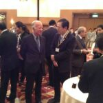 武内和彦国連大学上級副学長と懇談する さいとう鉄夫