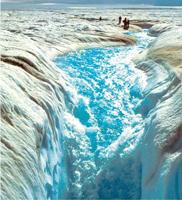 グリーンランド氷床の夏の雪解け水(J.Hansen 提供:山本研究室)