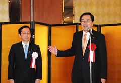 国政報告会であいさつする 斉藤鉄夫