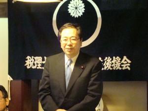 総会であいさつする斉藤鉄夫