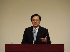 国政報告する斉藤鉄夫(広島市内)