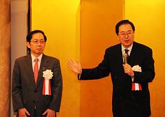 公明党への支援を訴える 斉藤鉄夫(右)