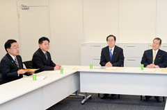 与党調査委員会に臨む 斉藤鉄夫(右から2人目)