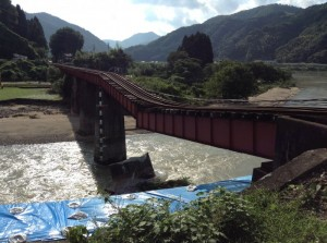 橋脚が流失したJR三江線井原川橋梁