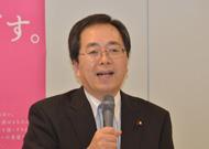 会議で説明する 斉藤鉄夫