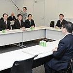 団体より意見を聞く 斉藤鉄夫(左から5人目)