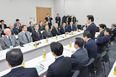日本税理士政治連盟との意見交換に臨む 斉藤鉄夫(右側山口代表の左隣)