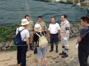 被災された住民から状況を聞く 斉藤鉄夫(20日)