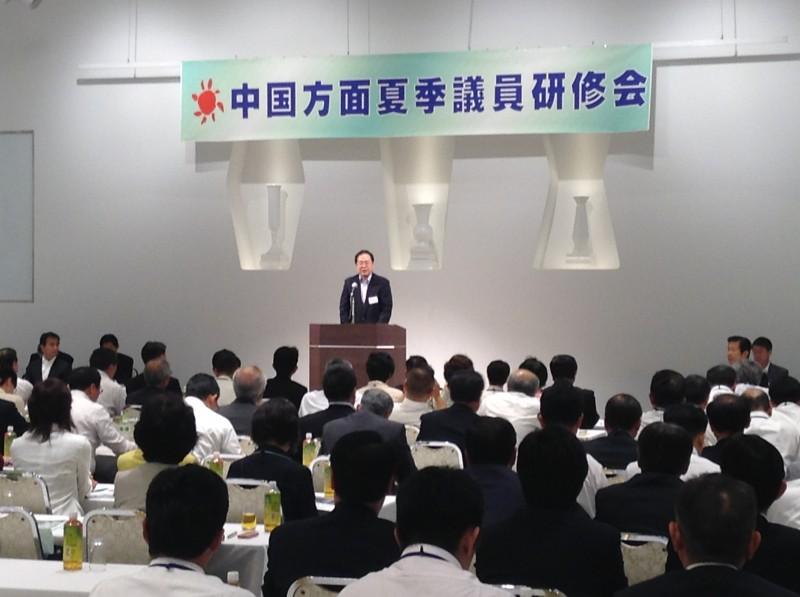 研修会であいさつする 斉藤鉄夫