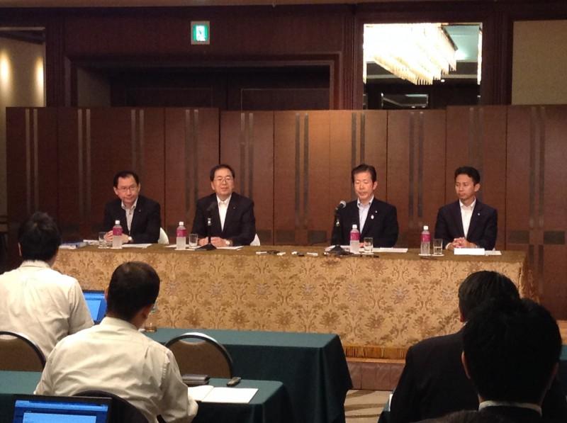 提言を発表する 山口代表(右から2人目)