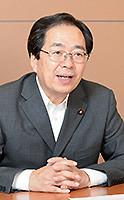 インタビューに答える 斉藤鉄夫